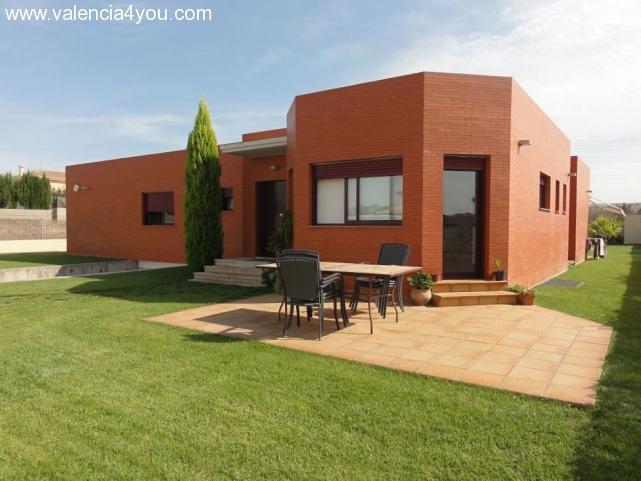 Sale in Valencia - Betera - Modern 340 qm bungalow on ...