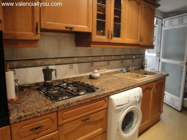 renting in valencia valencia 3 rooms flat with high